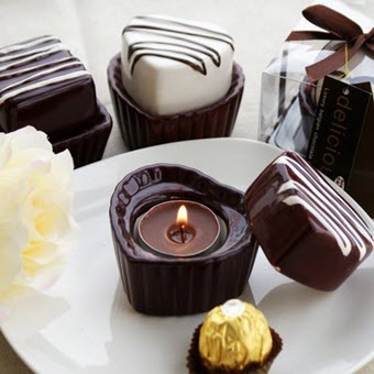 Rich Chocolatey Treats for a Tempting Decor