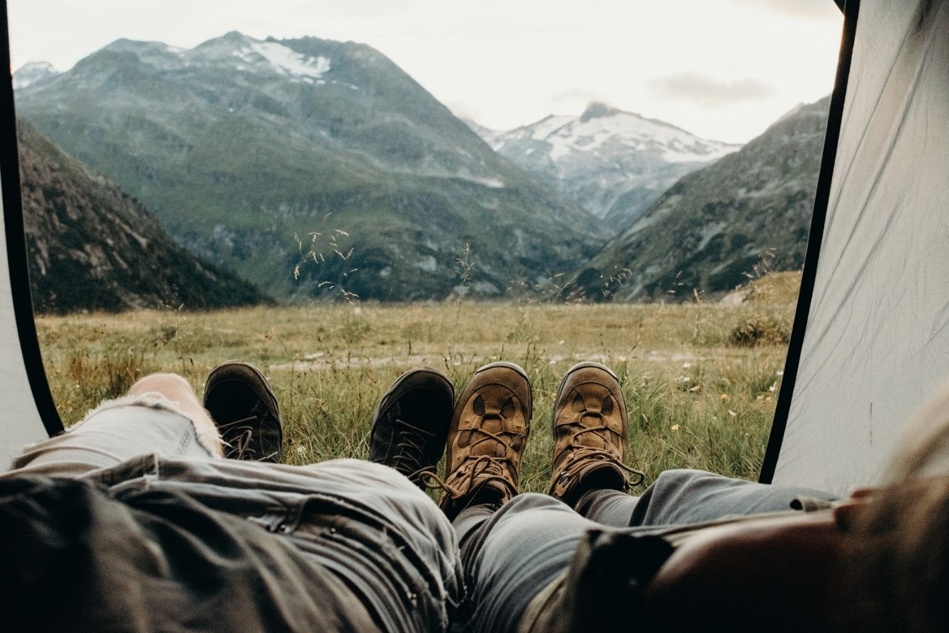 Top 10 Essential Items to be Taken With for Travelling to Mountains