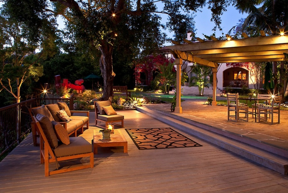 Creating a Mini Outdoor Retreat at Your Residential Property